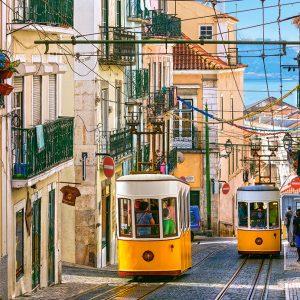 Castorland104260 2 Lisbon Trams Portugal 01 Legpuzzels