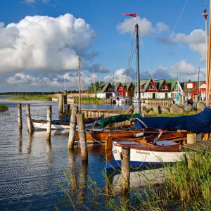 ahrenshoop baltische zee haven boten huisjes
